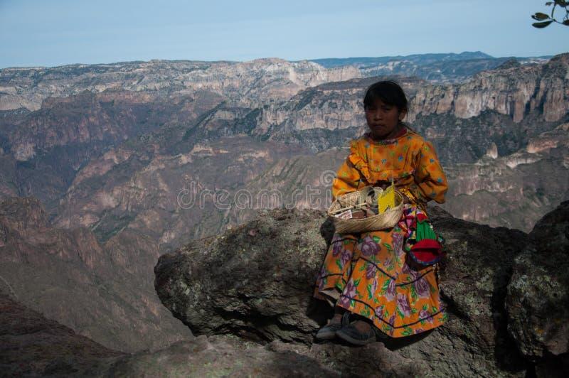 Tarahumara flicka Kopparkanjon royaltyfria bilder