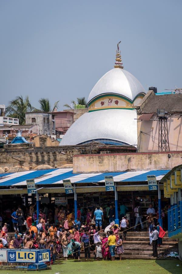 Tarakeswar, Indien - 21 april 2019. Baba Taraknath Temple är ett hinduiskt tempel tillägnat gud Shiva Det är på plats i staden arkivbild