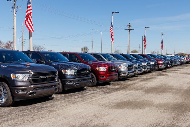 Taranuje 1500 na pokazie przy Chrysler baranu przedstawicielstwem handlowym Filie FCA s? Chrysler, Dodge, d?ip i baran III, fotografia royalty free