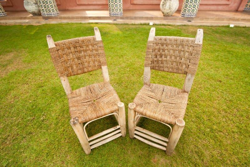 tarasowy krzesła wicker zdjęcia royalty free