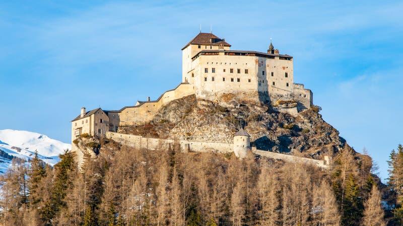 Tarasp-Schloss - verst?rktes Gebirgsschloss in den Schweizer Alpen, Engadin, die Schweiz stockbilder