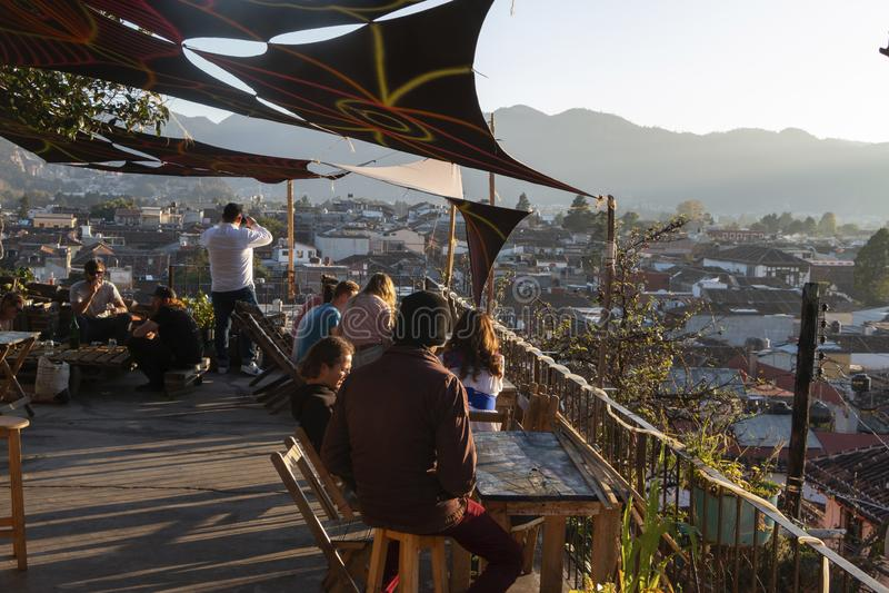 Tarasuje z panoramicznym widokiem San Cristobal De Las Casas zdjęcia royalty free