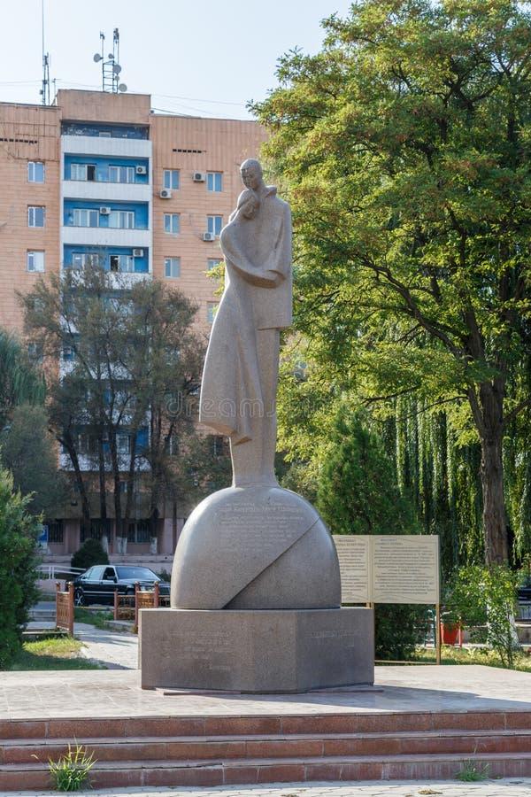 Taraz, Cazaquistão - 14 de agosto de 2016: Monumento a amar foto de stock