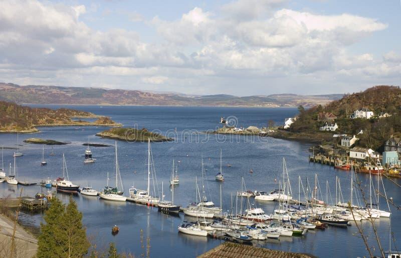 Tarbert Hafen und Fähre stockbilder