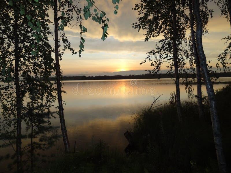 Tarde caliente de la puesta del sol del verano en Finlandia imagen de archivo libre de regalías