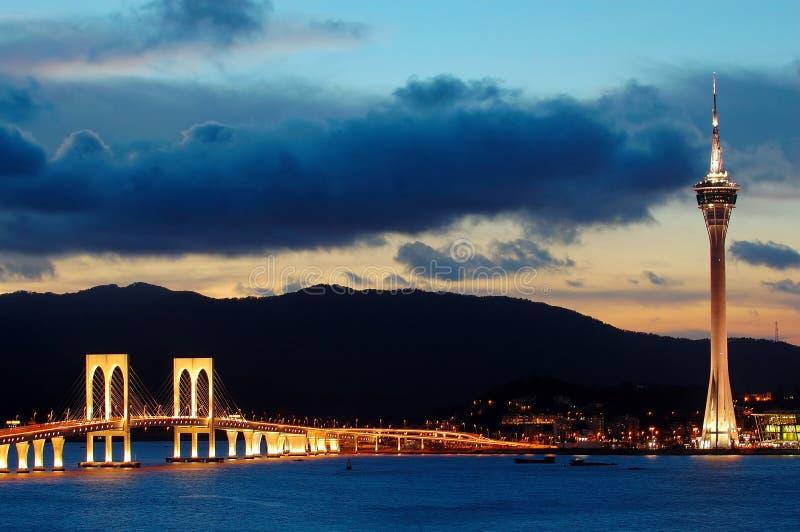 Tarde de la convención y de los puentes de la torre de Macau imagenes de archivo