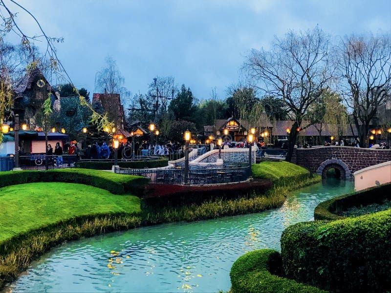 Tarde del invierno en el Disneyland París fotos de archivo