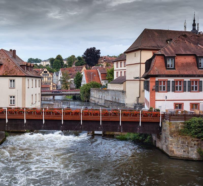Tarde del verano en el río Regnitz en la ciudad de Bamberg fotografía de archivo libre de regalías