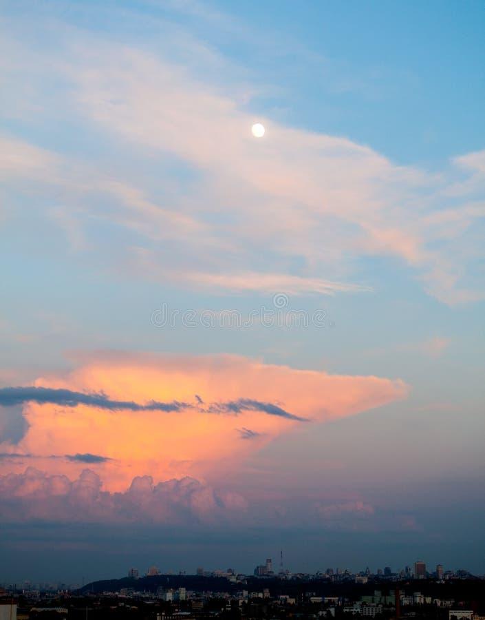 Tarde dramática Cloudscape fotos de stock