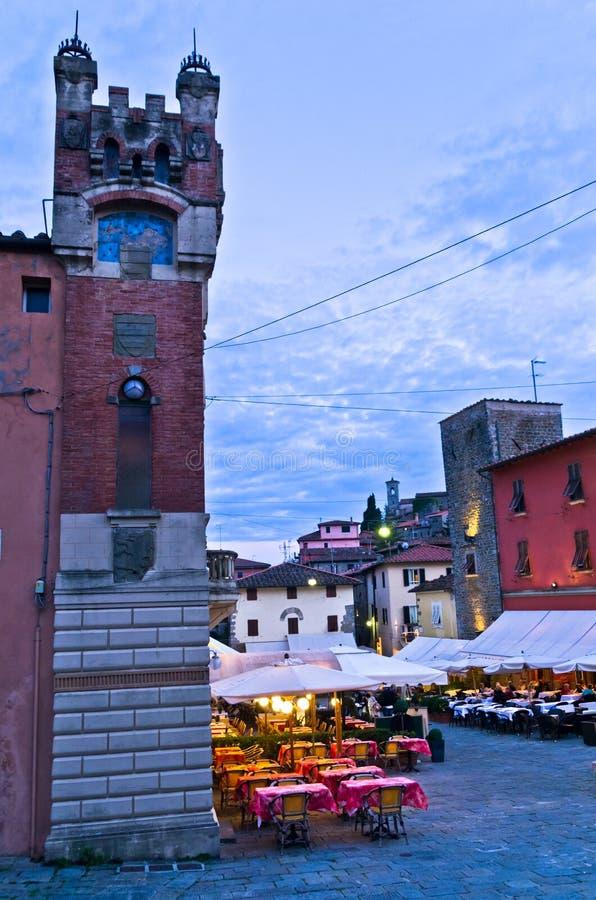 Tarde en el alto Highland Village de Montecatini en Toscana foto de archivo