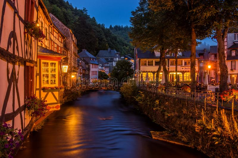 Tarde en Monschau, Alemania imágenes de archivo libres de regalías