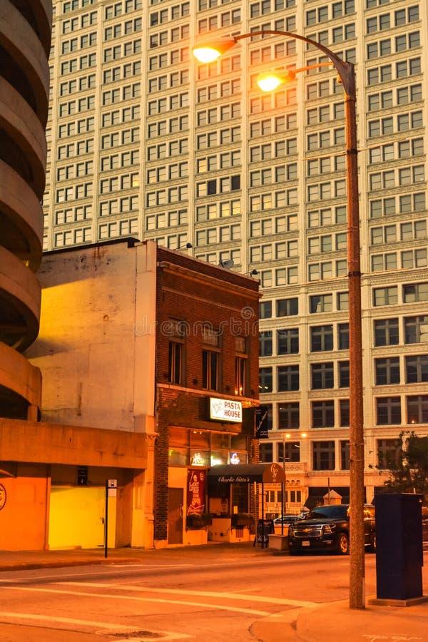 Tarde en St. Louis, ciudad grande americana fotografía de archivo libre de regalías