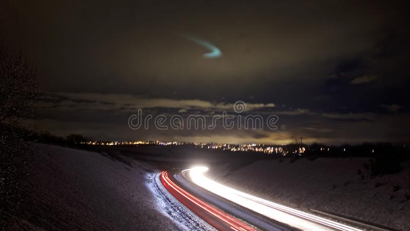 Tarde en un día nevoso en el A38 en Cornualles imagen de archivo libre de regalías