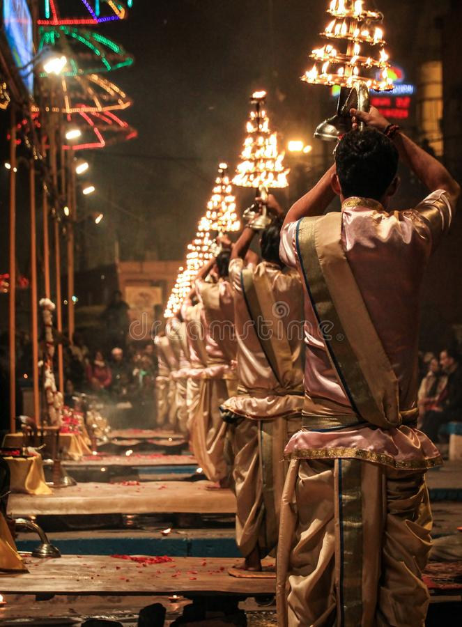 Tarde Ganga Aarti en Dashashwamedh Ghat, Uttar Pradesh, Varanasi, la India fotografía de archivo