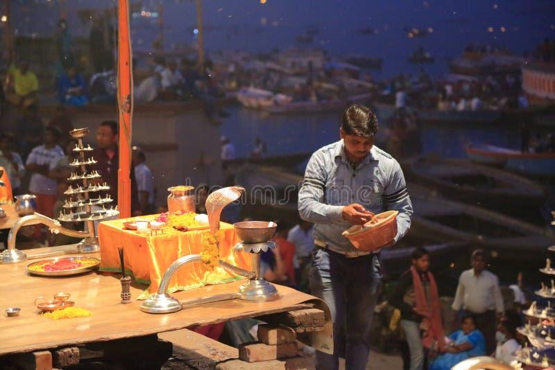 Tarde Ganga Aarti en Varanasi fotografía de archivo