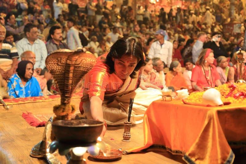 Tarde Ganga Aarti en Varanasi imagen de archivo