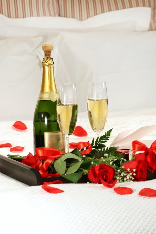 Tarde romántica con champán fotos de archivo libres de regalías