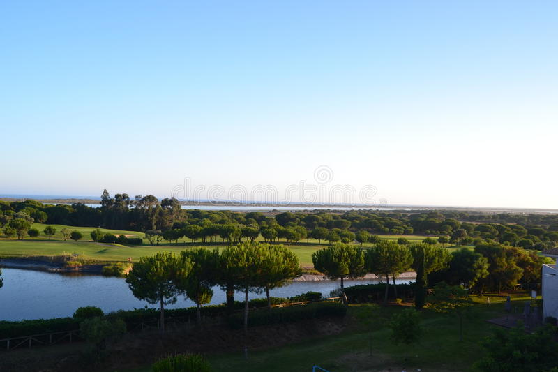 Tarde Sun en campo de golf imagen de archivo libre de regalías