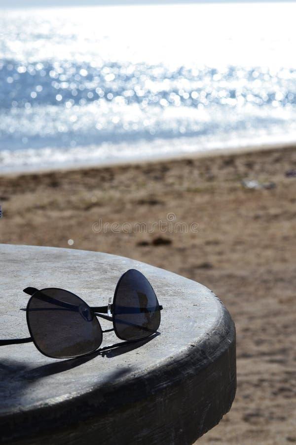 Tarde una La orilla de la playa immagini stock libere da diritti