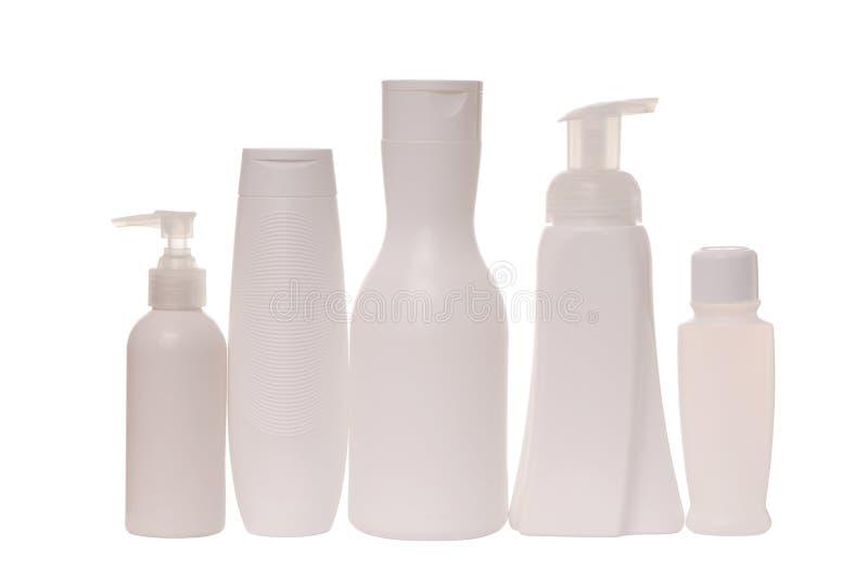 Tare cosmétique, bouteilles blanches pour le shampooing et conditionneur pour cheveux ; photographie stock