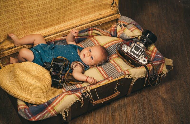 Tareas múltiples Retrato del pequeño niño feliz Pequeño bebé dulce Nuevos vida y nacimiento Familia Cuidado de niños Pequeña much imagen de archivo libre de regalías
