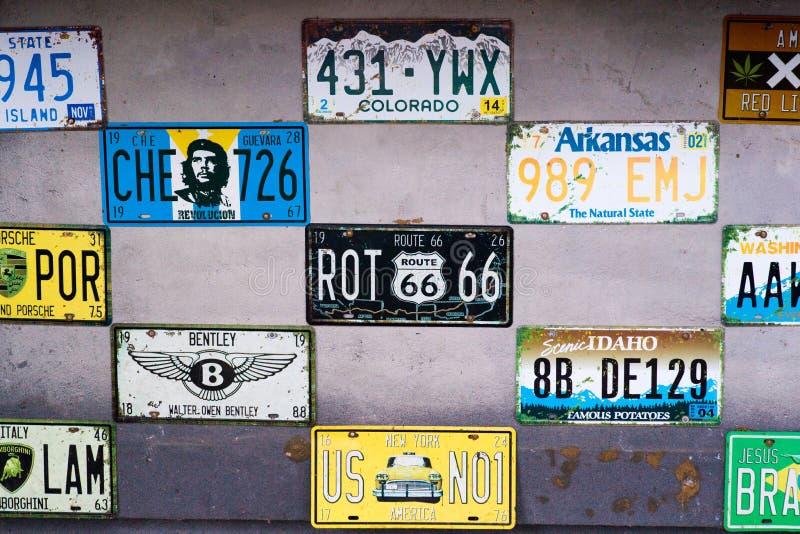 Targa di immatricolazione sulla parete fotografia stock libera da diritti