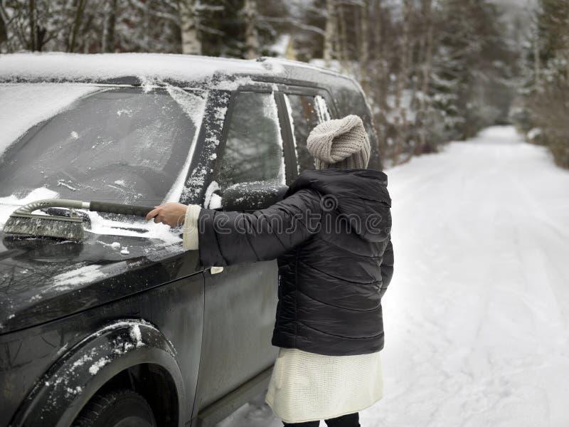 TARGET159_0_ śnieg od samochodu zdjęcia royalty free