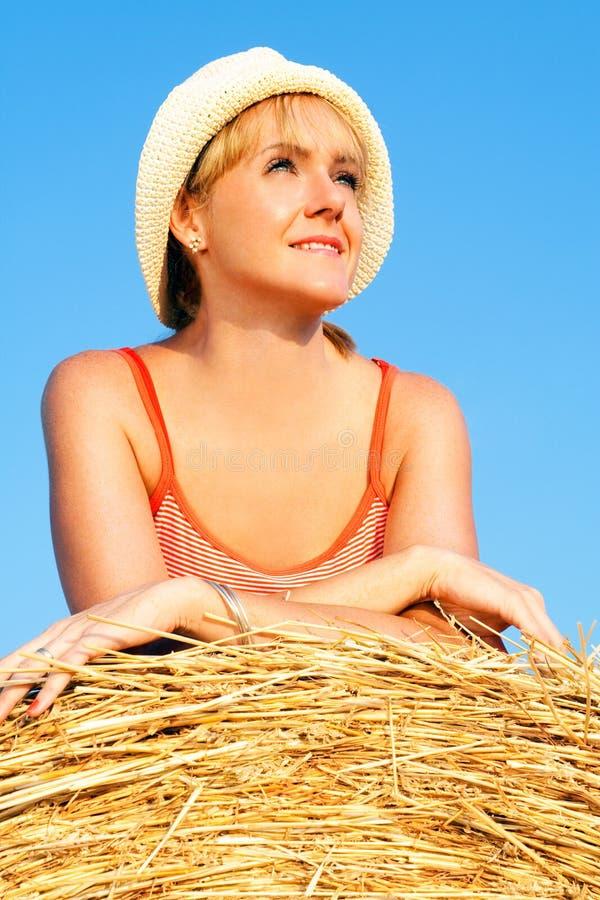 target589_0_ śródpolna pszeniczna kobieta zdjęcie royalty free