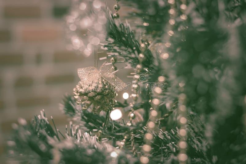 target1085_1_ drzewa baubles boże narodzenia Retro filtrowy skutek obraz royalty free