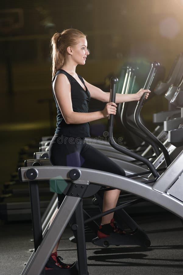 target552_0_ gym maszynowego bieg kobiety potomstwa Bieg na maszynie obraz royalty free