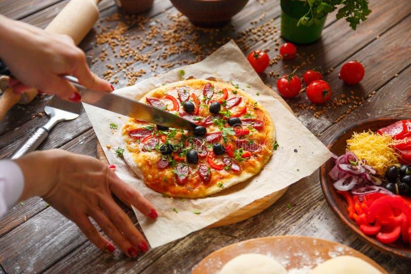 target1658_1_ kawałka pizzy kobiety obrazy royalty free