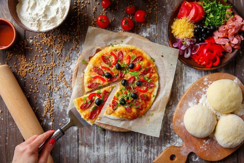 target1658_1_ kawałka pizzy kobiety obraz royalty free