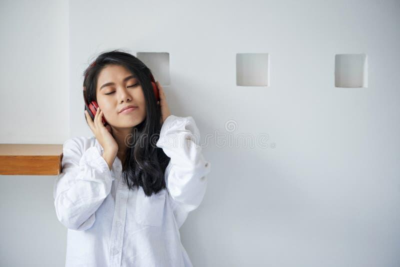 target444_0_ muzyczna kobieta obrazy stock