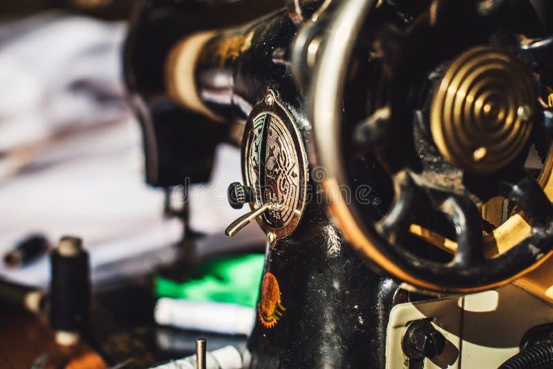 target1190_1_ odizolowywający maszynowej ścieżki szwalny rocznik zdjęcie royalty free