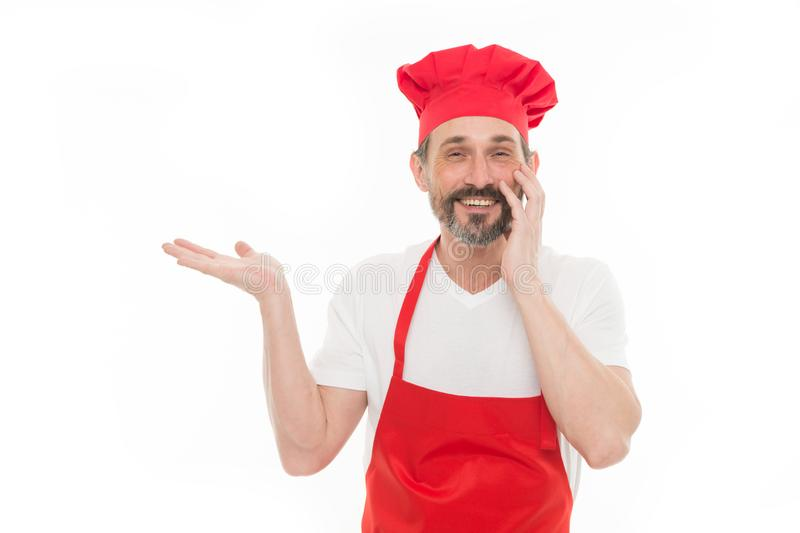 target1829_0_ produkt Brodaty dorośleć mężczyzny wskazuje rękę na boku w szefa kuchni fartuchu i kapeluszu Seniora kucharz z brod fotografia royalty free