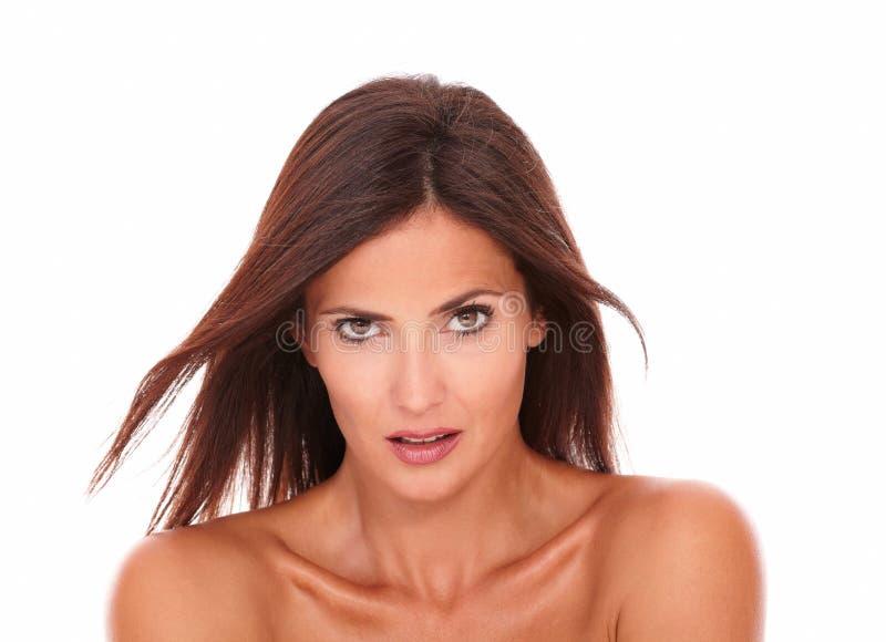 TARGET80_0_ przy kamerę atrakcyjna młoda kobieta obraz royalty free