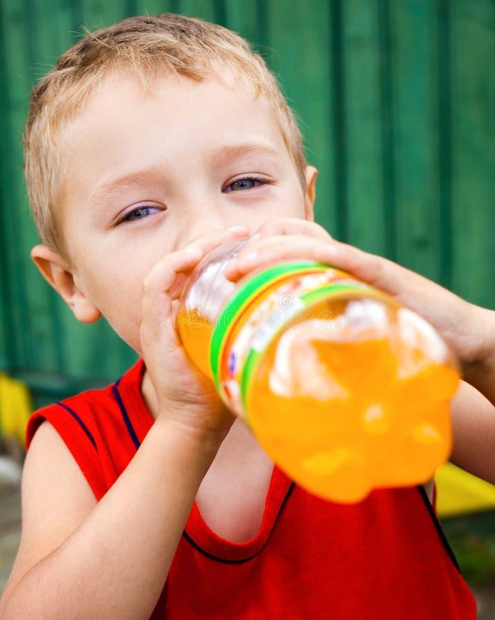 target1086_0_ sodowany niezdrowego butelkowy dziecko zdjęcia royalty free