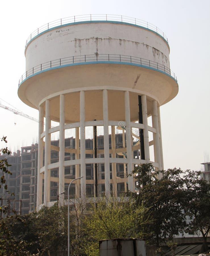 target1142_1_ składowego zbiornika wierza woda zdjęcie royalty free