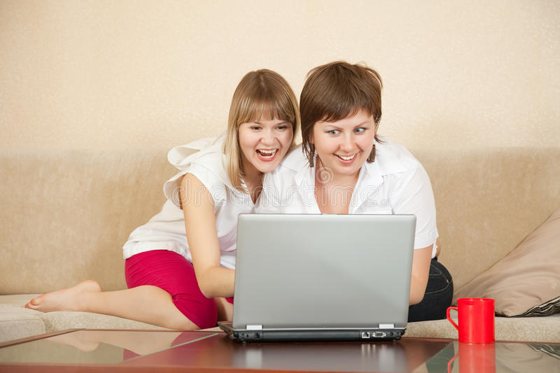 TARGET1162_0_ laptop cud dziewczyny fotografia stock