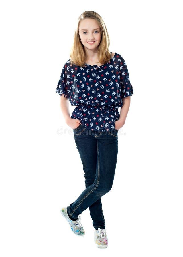 target1300_0_ stylowych modnych potomstwa przypadkowa dziewczyna fotografia royalty free