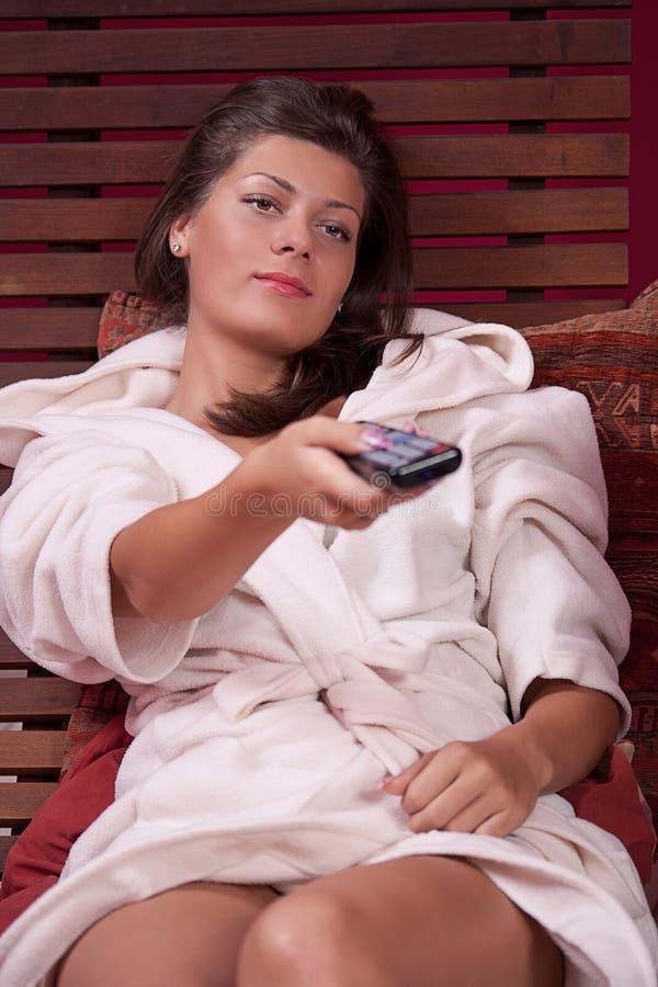 target1505_0_ tv dopatrywania kobieta obrazy stock