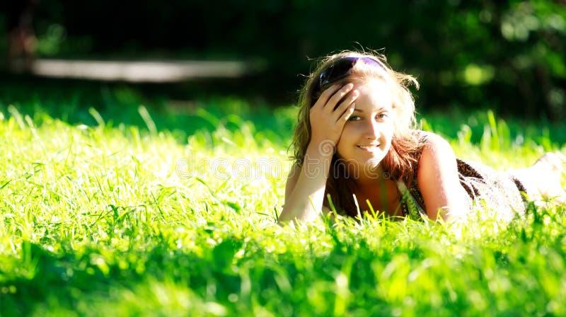 target1787_0_ łąkę piękna dziewczyna zdjęcie royalty free