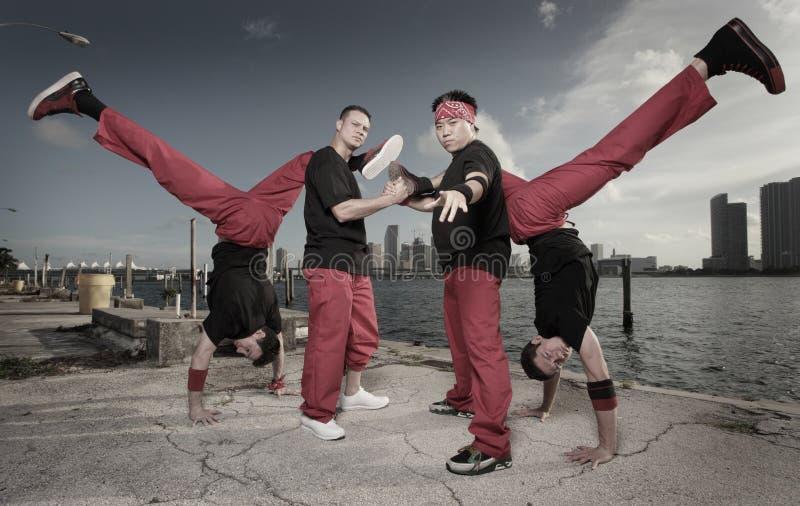 target2059_1_ wyczyn kaskaderski akrobatyczni grupowi faceci fotografia royalty free