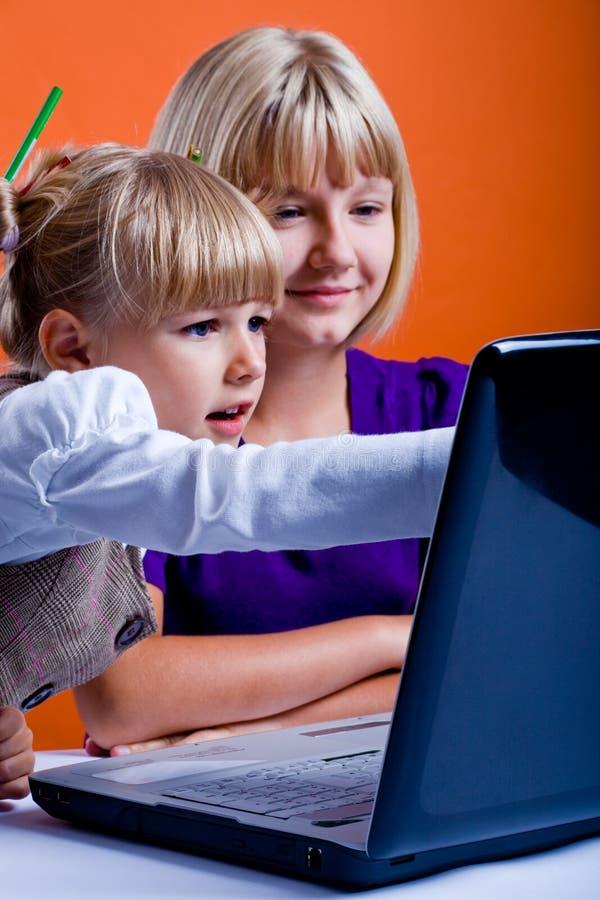 TARGET207_1_ internety dwa dziewczyny obrazy royalty free