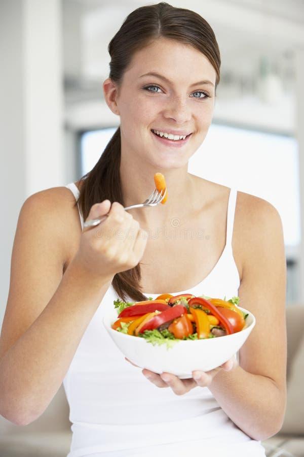target2183_1_ kobiet zdrowych sałatkowych potomstwa zdjęcia stock
