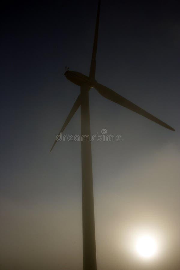 target2232_0_ mgły turbina wiatr zdjęcia royalty free