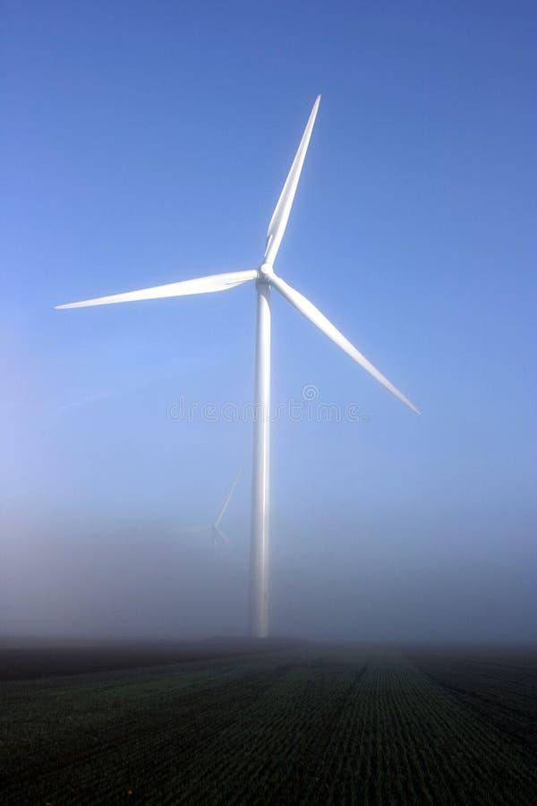 target2260_0_ mgły turbina dwa wiatr fotografia stock