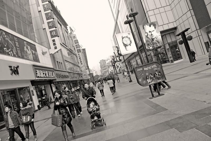 target2279_1_ ulicę przepustek ruchliwie ludzie zdjęcie royalty free