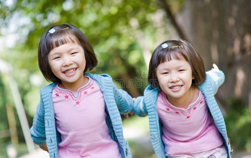 target2291_0_ bliźniaka azjatykcie dziewczyny zdjęcie royalty free
