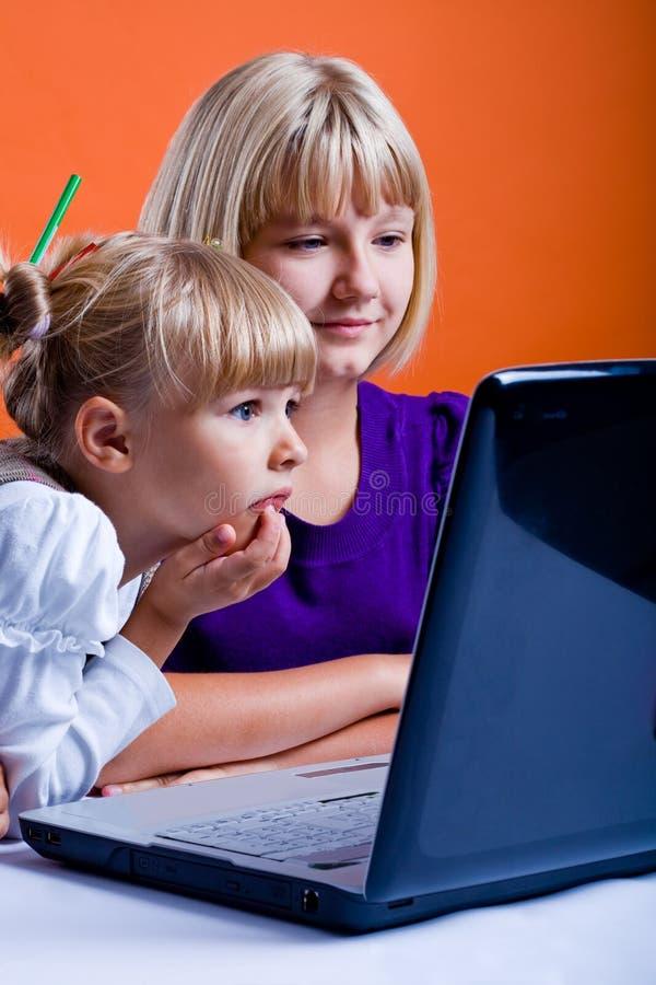 TARGET348_1_ internety dwa dziewczyny obrazy stock
